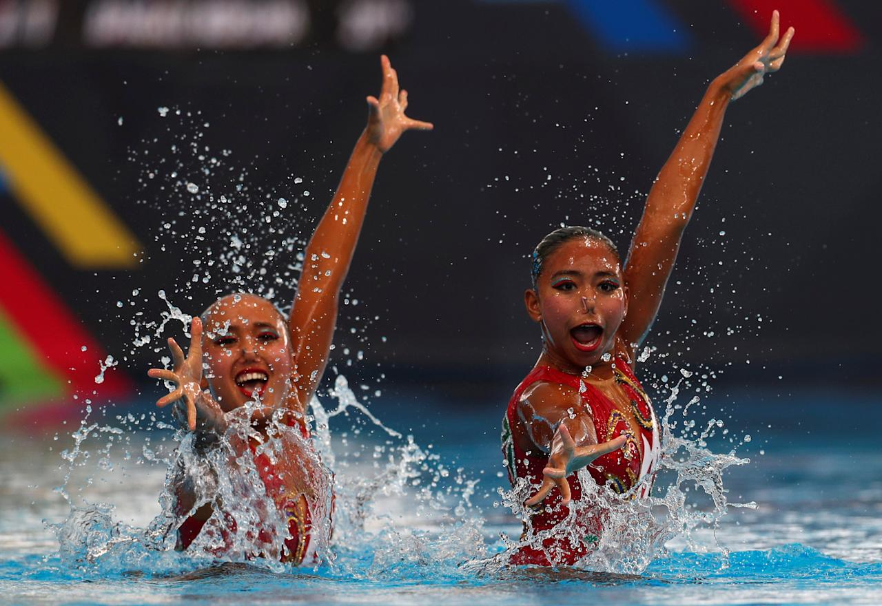 Southeast Asian (SEA) Games - Synchronised Swimming - Duet Technical Routine - August 18, 2017 - Indonesia's Anisa Feritrianti and Claudia Megawati Suyanto perform their routine. REUTERS/Edgar Su