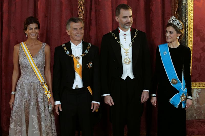 Argentina's first lady Juliana Awada, Argentina's President Mauricio Macri, Spain's King Felipe and Queen Letizia (L-R) pose during the gala dinner at the Royal Palace in Madrid, Spain February 22, 2017. REUTERS/Chema Moya/Pool