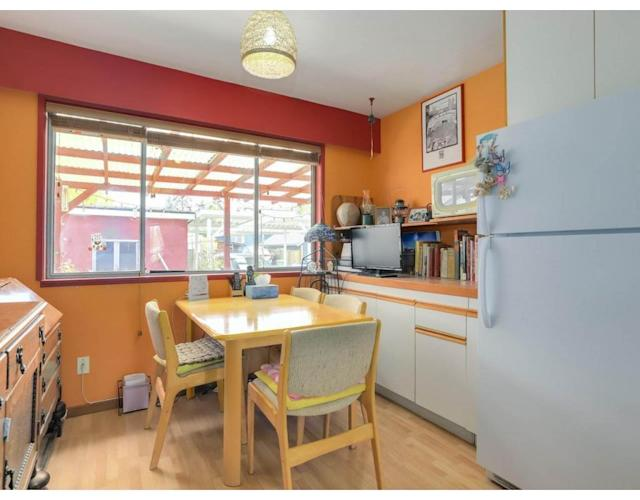 """<p><a href=""""https://www.zoocasa.com/richmond-bc-real-estate/5260954-100-wellington-crescent-richmond-bc-v7b1g5-r2262853"""" rel=""""nofollow noopener"""" target=""""_blank"""" data-ylk=""""slk:100 Wellington Cres., Richmond, B.C."""" class=""""link rapid-noclick-resp"""">100 Wellington Cres., Richmond, B.C.</a><br> The kitchen comes with all of the appliances.<br> (Photo: Zoocasa) </p>"""