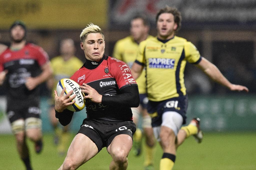 (FILES) This file photo taken on January 09, 2017 shows RC Toulon's Australian fullback James O'Connor running with the ball during the French union rugby match between ASM Clermont and RC Toulon at the Michelin stadium in Clermont-Ferrand, central France.Former All Black Ali Williams and Australian international James O'Connor were arrested in Paris on February 25 in possession of cocaine, police said. The pair, currently playing for French clubs Racing 92 and Toulon respectively, were stopped at around 3:00 am (0200 GMT) outside a night club near the Champs Elysees and found to be in possession of two grammes (0.07 ounces) of cocaine, police added. (AFP Photo/THIERRY ZOCCOLAN)