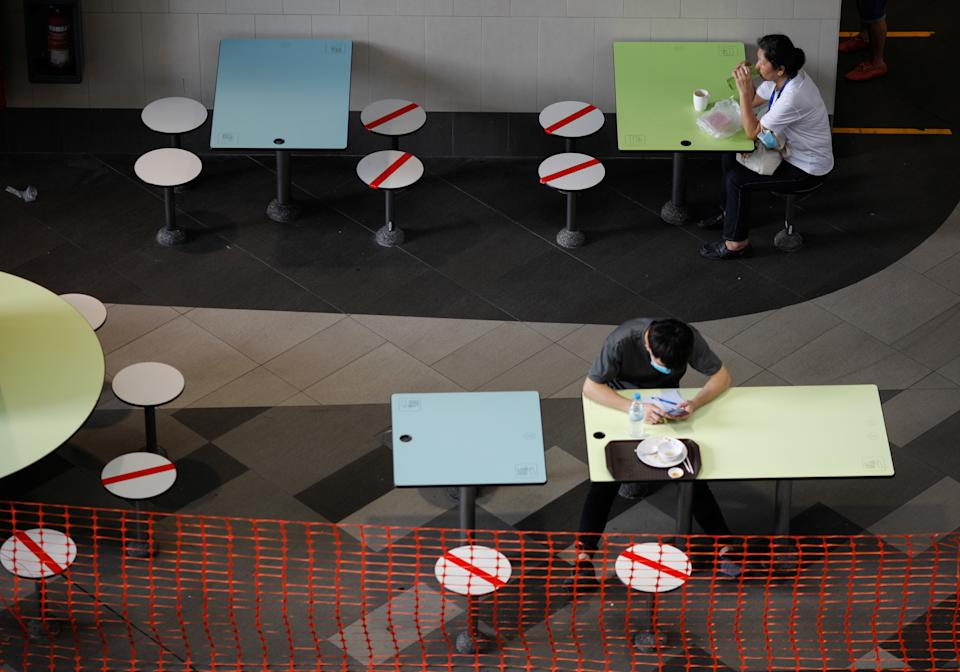 People dine at a food center during the coronavirus disease (COVID-19) outbreak, in Singapore, September 29, 2021. REUTERS/Edgar Su