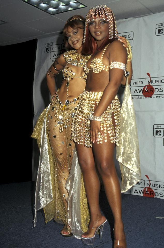 Lil Kim (right) arrives to her first MTV Video Music Awards at Radio City Music Hall in NYC on September 4, 1997. Photo courtesy of Getty Images.