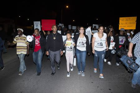 Demonstrators march north closing 7th avenue, the week after an unarmed man was shot dead by police, in Phoenix, Arizona December 8, 2014. REUTERS/Deanna Dent