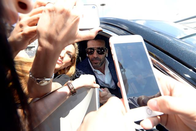Juventus goalkeeper Gianluigi Buffon poses for pictures with fans in from of Allianz stadium after a news conference in Turin, Italy, May 17, 2018. REUTERS/Massimo Pinca
