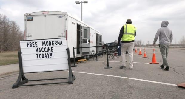 North Dakota has started offering free vaccines to Manitoba truck drivers who transport goods across the border. (Submitted by North Dakota Department of Health  - image credit)