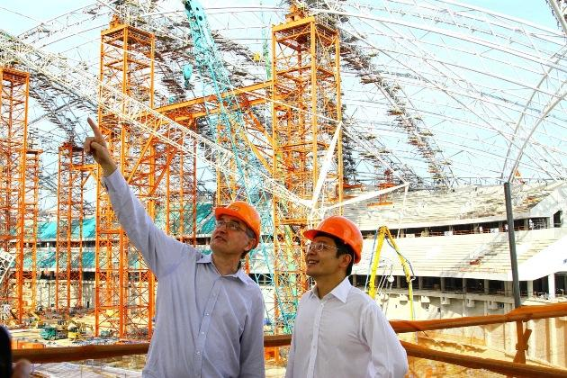 Ludwig Reichhold, MD, Dragages Singapore Pte Ltd with Mr. Lawrence Wong, Acting Minister for Culture, Community and Youth viewing the highest truss of the new National Stadium at Singapore Sports Hub. (Photo: Singapore Sports Hub)