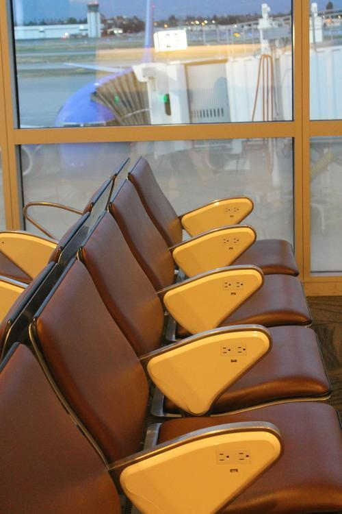 Chairs-with-putlets