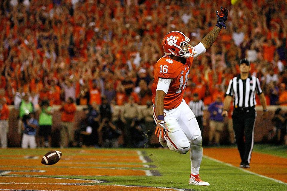 Jordan Leggett scored the winning touchdown for Clemson against Louisville. (Getty)