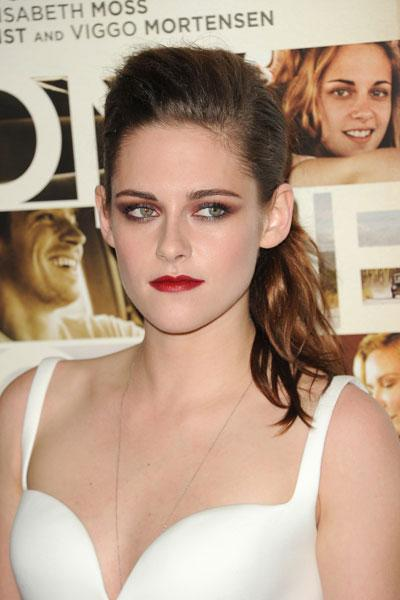 Look at those kissable lips! Stewart goes vampy with a berry lip colour and smoky eyes. We bet boyfriend Robert Pattinson loves her sexy yet chic look. (Photo by Jason Merritt/Getty Images)