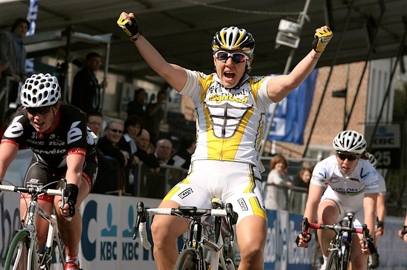 Ina Teutenberg celebrate after winning the 2009 Tour of Flanders women's race