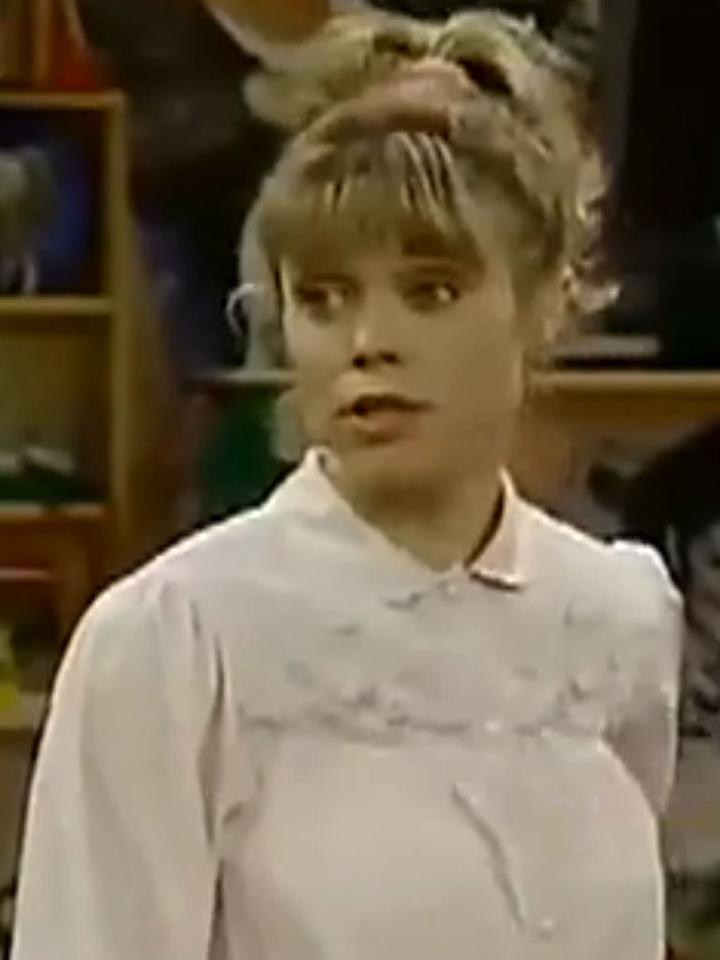 "During a dream sequence in the Season 3 episode ""Those Better Not Be the Days,"" actress <a href=""http://www.tv.com/shows/e-true-hollywood-story/full-house-408330/"">Jayne Modean</a> played a grown-up Michelle. Offscreen, she and Dave Coulier made a love connection, and they married four months later. Unfortunately, they divorced within two years, after having a son, Luc."