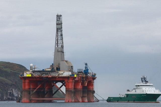 Protesters on oil rig