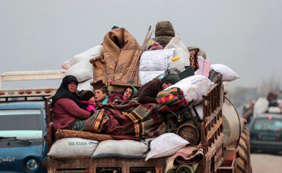 Civilians flee from Idlib to find safety inside Syria near the border with Turkey, Tuesday, Feb. 11, 2020. (AP)