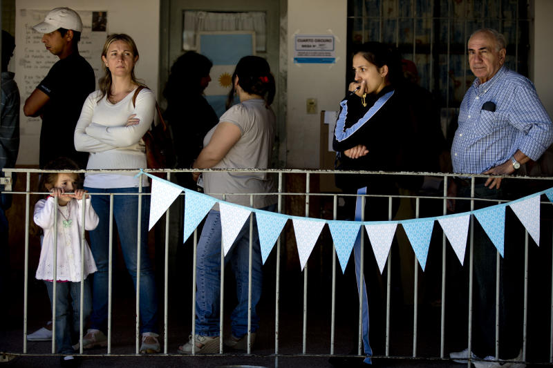 People line up to vote at a polling station during mid term legislative elections in Buenos Aires' Tigre district , Argentina, Sunday, Oct. 27, 2013. Sunday's run-up to congressional elections will decide how much control President Cristina Fernandez will have over Argentine politics during the final two years of her presidency. (AP Photo/Natacha Pisarenko)
