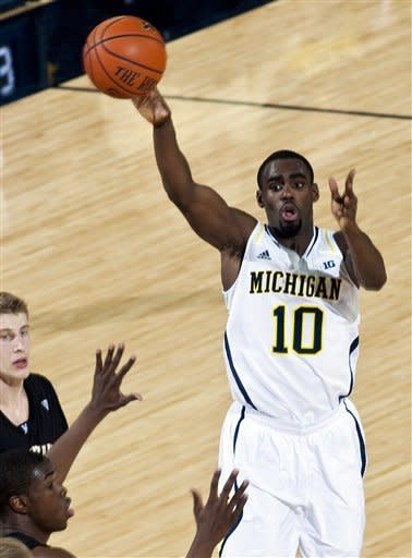 Michigan guard Tim Hardaway Jr., (10) lobs a pass over Western Michigan defenders in the first half of an NCAA college basketball game, Tuesday, Dec. 4, 2012, at Crisler Center in Ann Arbor, Mich. (AP Photo/Tony Ding)