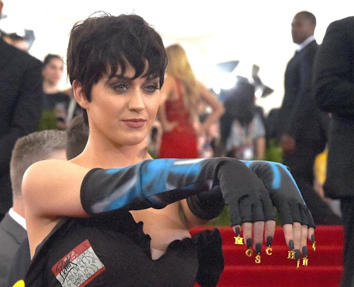 """Singer Katy Perry arrives at the 2015 Metropolitan Museum of Art's Costume Institute Gala benefit in honor of the museum's latest exhibit """"China: Through the Looking Glass"""", on May 4, 2015 (AFP Photo/Timothy A. Clary)"""