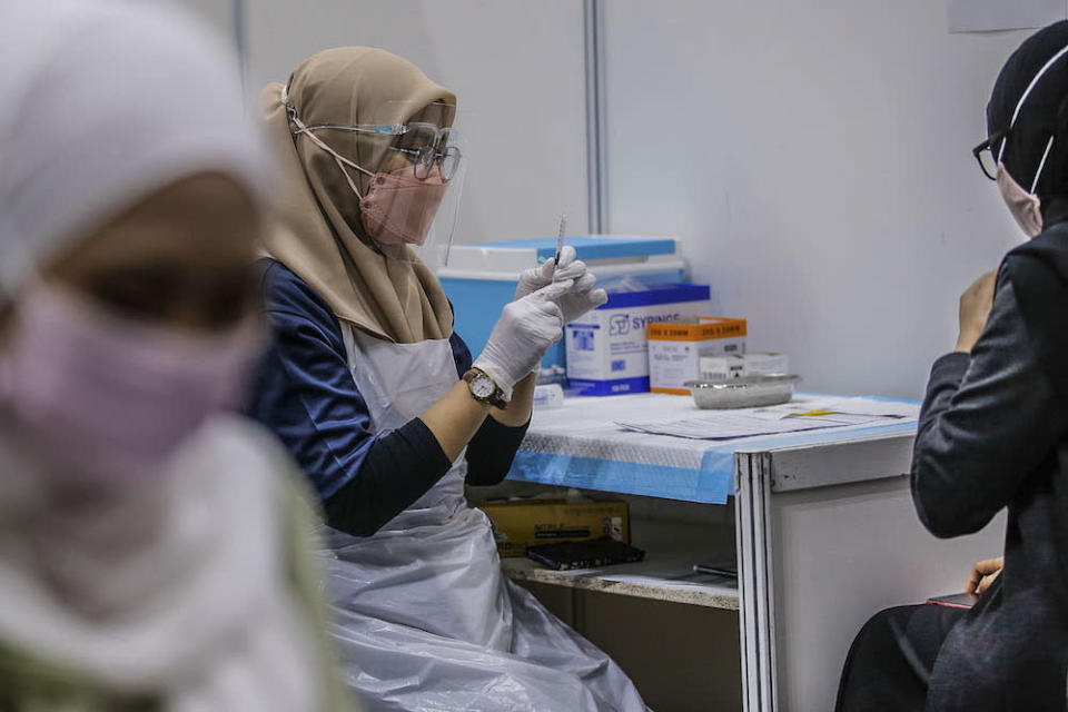 Datuk Masidi Manjun said that the Statistics Department registered some 2,758,400 adults in Sabah, and some 59.4 per cent have been vaccinated so far. ― Picture by Hari Anggara