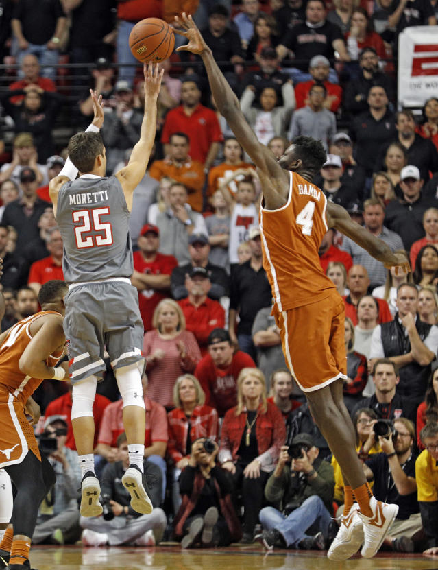 Former Texas center Mo Bamba can't quite close out on a shooter in the corner without leaving the paint, but he's not far off. (AP)