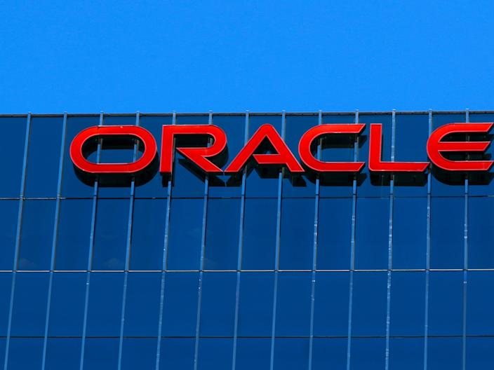 FILE PHOTO: The Oracle logo is shown on an office building in Irvine, California, U.S. June 28, 2018. REUTERS/Mike Blake/File Photo