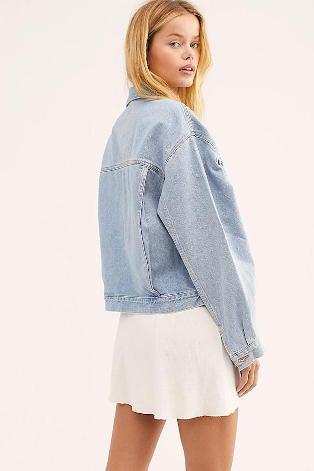 """<p>You're going to wear this <a href=""""https://www.popsugar.com/buy/Agolde-Heed-Charli-Oversized-Denim-Jacket-484734?p_name=Agolde%20Heed%20Charli%20Oversized%20Denim%20Jacket&retailer=freepeople.com&pid=484734&price=198&evar1=fab%3Aus&evar9=45322050&evar98=https%3A%2F%2Fwww.popsugar.com%2Ffashion%2Fphoto-gallery%2F45322050%2Fimage%2F46551823%2FAgolde-Heed-Charli-Oversized-Denim-Jacket&list1=shopping%2Cfall%20fashion%2Cdenim%2Cjeans%2Cfall%2Cjackets%2Cdenim%20jackets&prop13=mobile&pdata=1"""" rel=""""nofollow"""" data-shoppable-link=""""1"""" target=""""_blank"""" class=""""ga-track"""" data-ga-category=""""Related"""" data-ga-label=""""https://www.freepeople.com/shop/agolde-heed-charli-oversized-denim-jacket/?category=SEARCHRESULTS&amp;color=092&amp;type=REGULAR&amp;quantity=1"""" data-ga-action=""""In-Line Links"""">Agolde Heed Charli Oversized Denim Jacket</a> ($198) everywhere.</p>"""