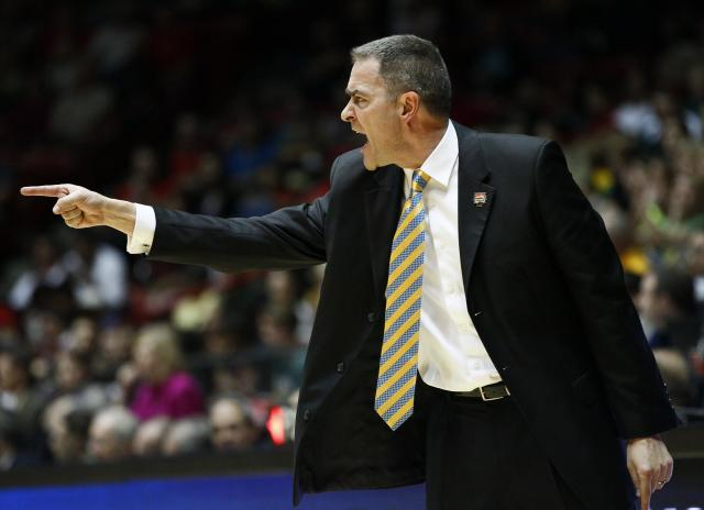 South Dakota State h coach Scott Nagy calls to his team during the first half against Baylor in an NCAA men's college basketball tournament second-round game Thursday, March 15, 2012, in Albuquerque, N.M. (AP Photo/Matt York)