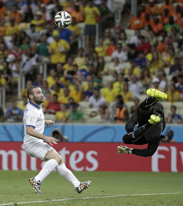 Ivory Coast's goalkeeper Boubacar Barry makes a save on a shot by Greece's Dimitris Salpingidis during the group C World Cup soccer match between Greece and Ivory Coast at the Arena Castelao in Fortaleza, Brazil, Tuesday, June 24, 2014. (AP Photo/Christophe Ena)
