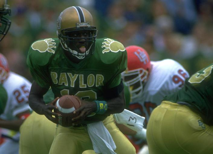 "<h1 class=""title"">J.J. JOE BEARS</h1> <div class=""caption""> 17 OCT 1992: J.J. JOE, QUARTERBACK FOR BAYLOR, DROPS BACK DURING THEIR 29-23 WIN OVER HOUSTON AT FLOYD CASEY STADIUM IN WACO, TEXAS. MANDATORY CREDIT: JOE PATRONITE/ALLSPORT. </div> <cite class=""credit"">Joe Patronite</cite>"