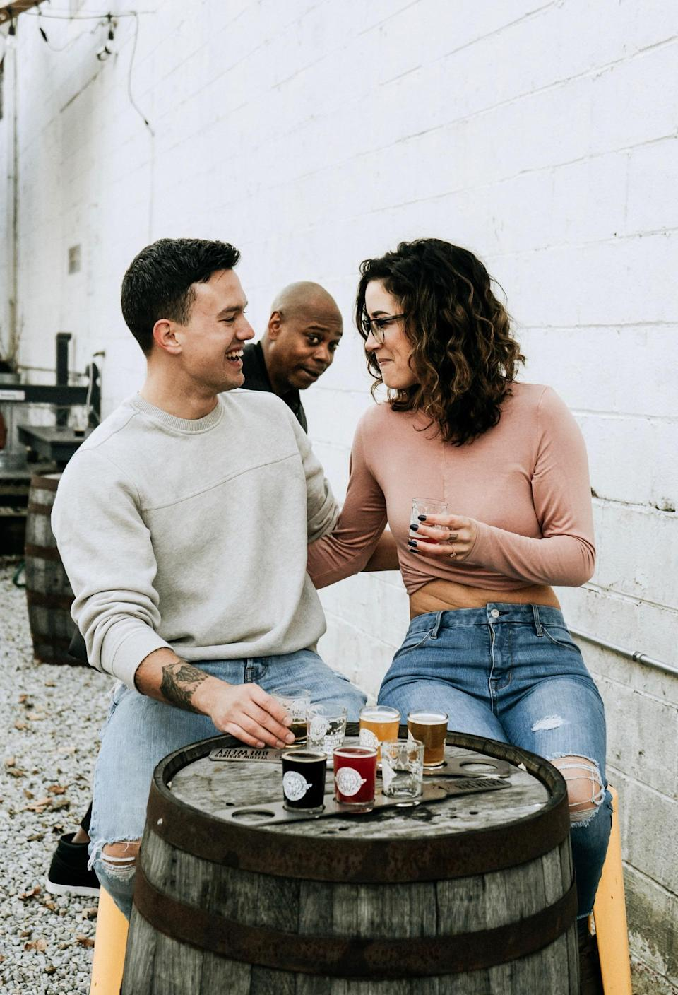 Dave Chappelle photobombed an engagement shoot in Ohio. (Photo: Jaycee Marie Photography)