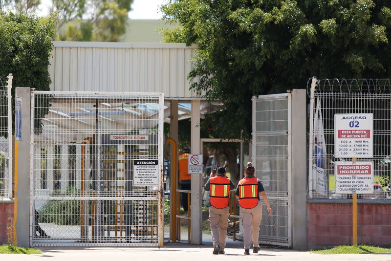 Employees enter the GM pickup and transmission plant in Silao