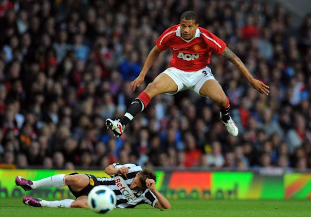 Portuguese forward Bebe (R) shoots past Juventus Italian midfielder Claudio Marchisio during a football match in Manchester, north west England, on May 24, 2011 (AFP Photo/Andrew Yates)