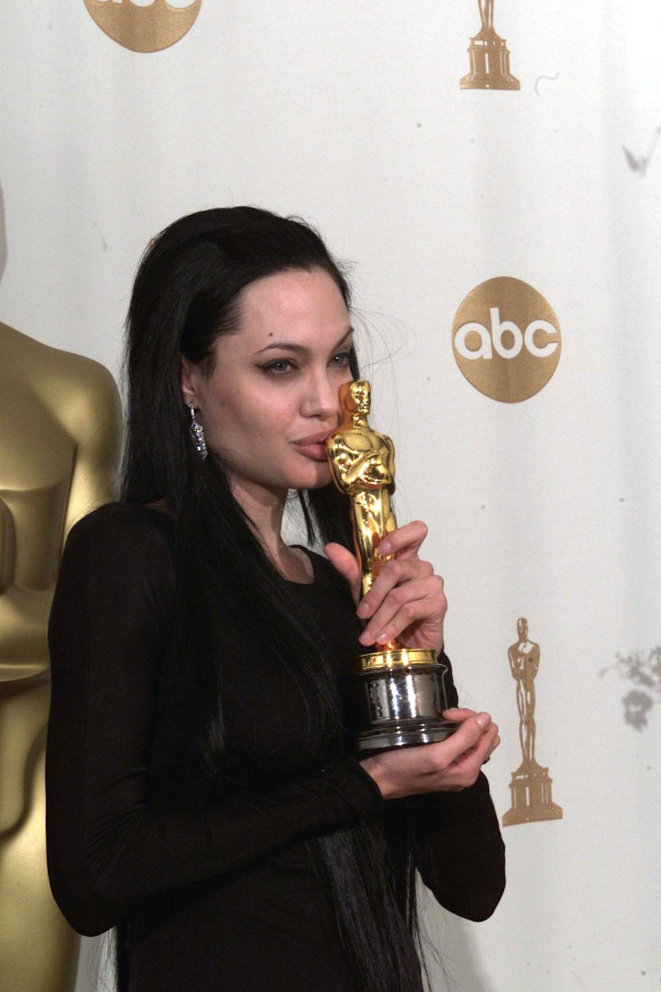 "Coverage of the 72nd Annual Academy Awards Ceremony held at the Shrine Auditorium in Los Angeles on March 26, 2000. Best Support Actress Angelina Jolie, ""Girl, Interrupted"" Photo by Ken  (Photo by Ken Hively/Los Angeles Times via Getty Images)"