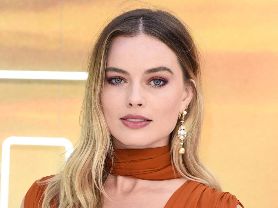 "Margot Robbie 2019 bei der Premiere von ""Once Upon A Time... In Hollywood"" in London. (Bild: Featureflash Photo Agency / Shutterstock.com)"