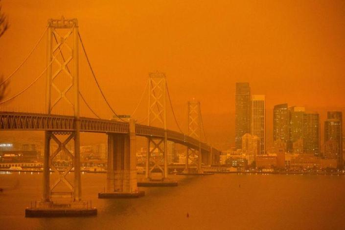 """San Francisco looks like a scene out of """"Blade Runner 2049"""" as a result of smoke from Northern California fires. <span class=""""copyright"""">(Brittany Hosea-Small / AFP)</span>"""