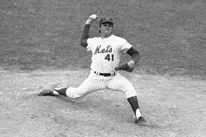 FILE - New York Mets Tom Seaver throws against the Pittsburgh Pirates, enroute to setting a Major League record of eight consecutive seasons of 200 or more strikeouts, at New York's Shea Stadium, in this Sept. 1, 1975, file photo. (AP Photo/Harry Harris, File)