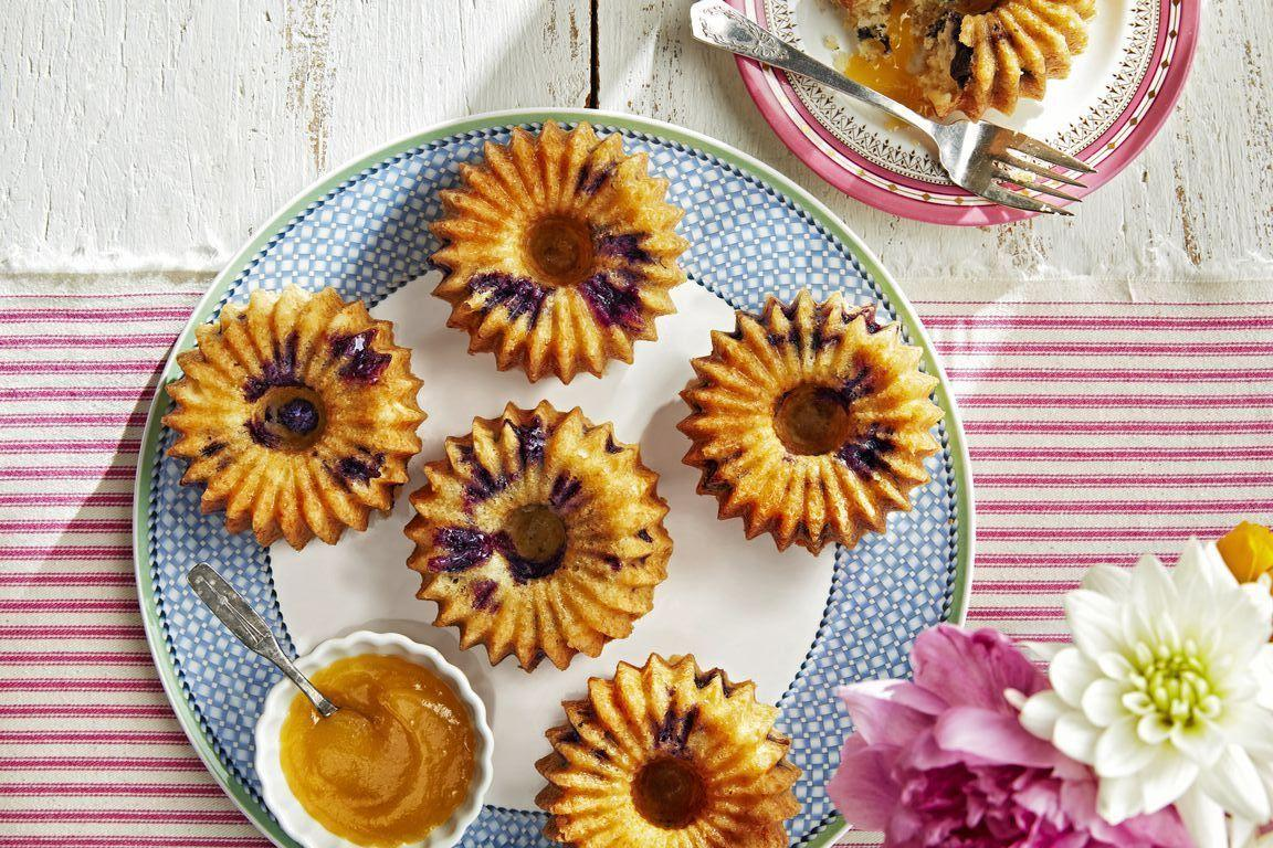 """<p>Instead of having to book a reservation at a restaurant weeks in advance, treat your mom to a few fabulous Mother's Day brunch recipes at home with this massive roundup of delicious ideas. You could opt to use these as <a href=""""https://www.countryliving.com/food-drinks/g1681/mothers-day-breakfast-in-bed/"""">breakfast-in-bed recipes</a> to surprise Mom when she wakes up, or you could set up a gorgeous array either in your dining room or outside on the patio if the sun is shining. </p><p>Whether it's a meal just between the two of you or a gathering with your friends and family, there are ideas included that will suit any type of party. With tasty cakes that double as <a href=""""https://www.countryliving.com/food-drinks/g4238/mothers-day-desserts/"""">Mother's Day desserts</a> (dessert for breakfast is allowed today!) and savory egg-based dishes, there's something that everyone can enjoy.</p><p>For a mother with a sweet tooth, try the strawberry doughnuts shaped as hearts or the Earl Grey crème brûlée to truly indulge. Or, perhaps you're hosting a <a href=""""https://www.countryliving.com/entertaining/g21/mother-tea-party-0507/"""">Mother's Day tea party</a> for her and her friends. There are several recipes perfect for a garden tea party, such as the peach and lavender scones and the updated chicken salad recipes to fill finger sandwiches. And finally, the meal wouldn't be complete without some bubbly cocktails, of which there are plenty to accompany your Mother's Day brunch.</p>"""