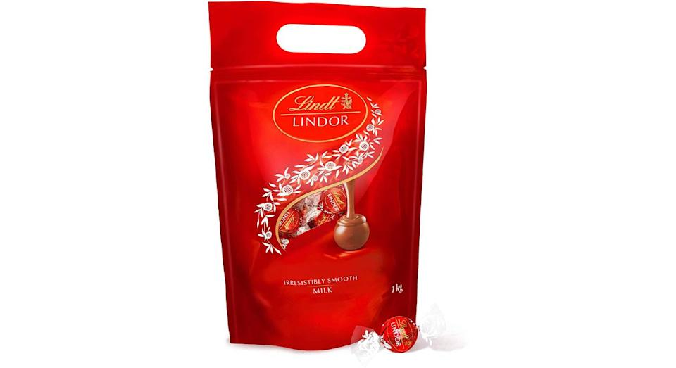 Lindt Lindor Milk Chocolate Truffles 1KG Bag