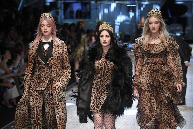 Sisters Pyper America, Starlie and Daisy Smith from band  quot The  Atomics quot  walk cac0d0653cd2