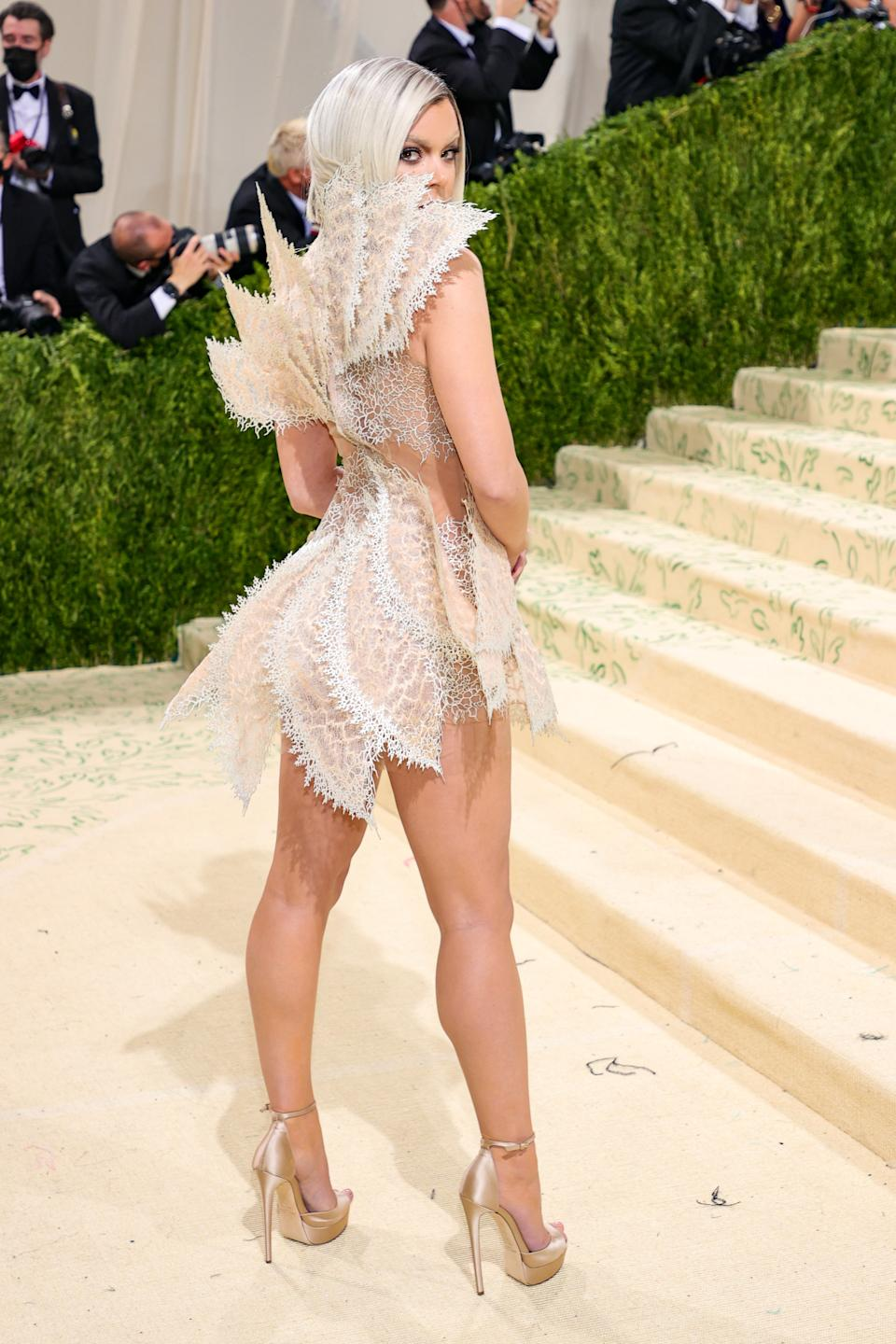 NEW YORK, NEW YORK - SEPTEMBER 13: Hailee Steinfeld attends The 2021 Met Gala Celebrating In America: A Lexicon Of Fashion at Metropolitan Museum of Art on September 13, 2021 in New York City. (Photo by Theo Wargo/Getty Images)
