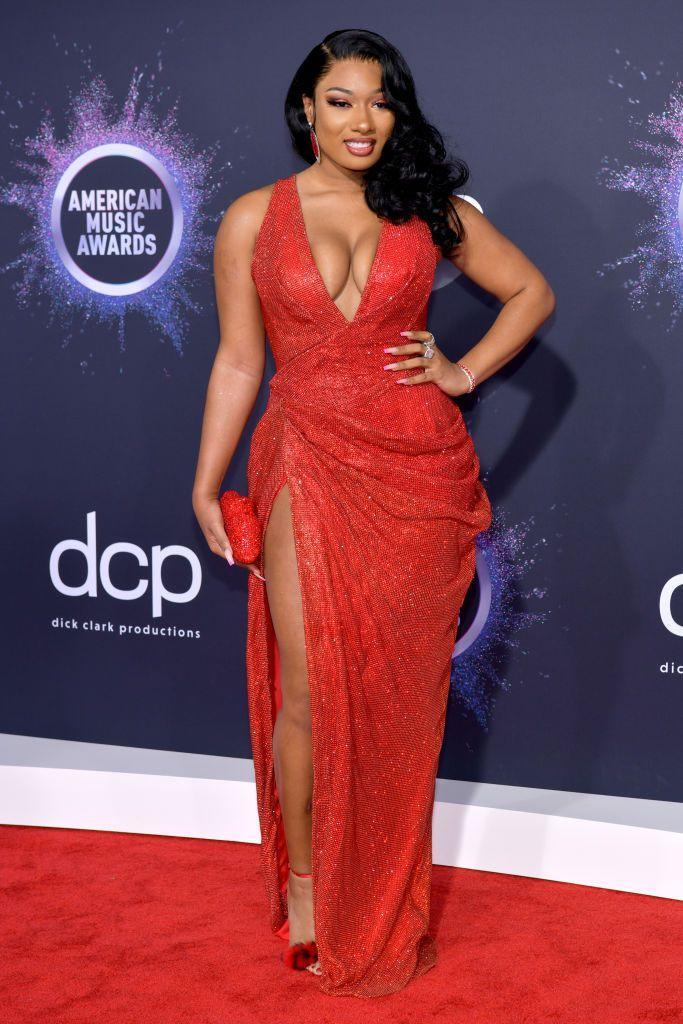 <p>The classic look got a bit longer at the 2019 American Music Awards, with loose curls and a deep side part.</p>