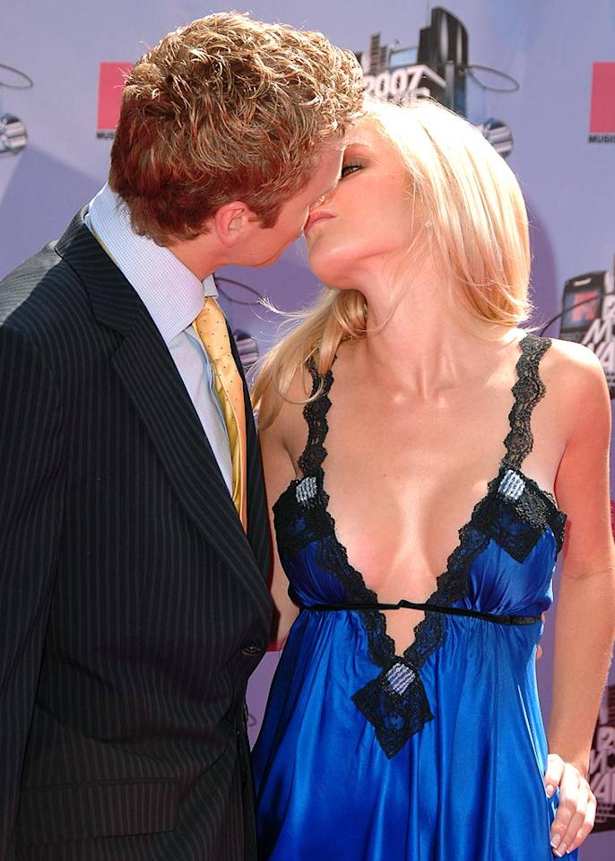 """Spencer Pratt and Heidi Montag share a passionate kiss at the MTV Movie Awards. Steve Granitz/<a href=""""http://www.wireimage.com"""" target=""""new"""">WireImage.com</a> - June 3, 2007"""