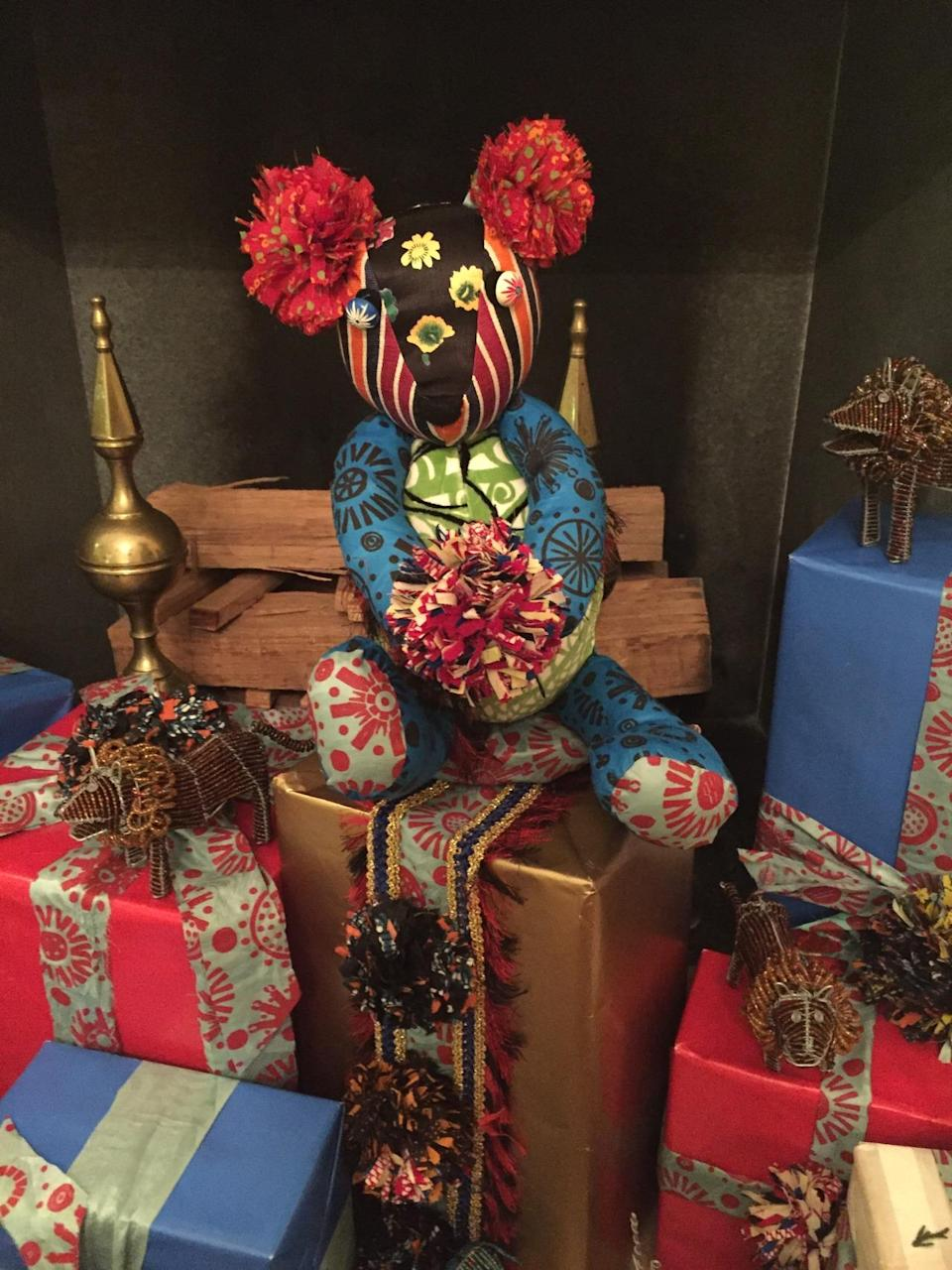 <p>Designer Duro Olowu created these custom teddy bears using vintage African fabric to decorate the Vermeil Room. (Photo: Cassie Carothers)</p>