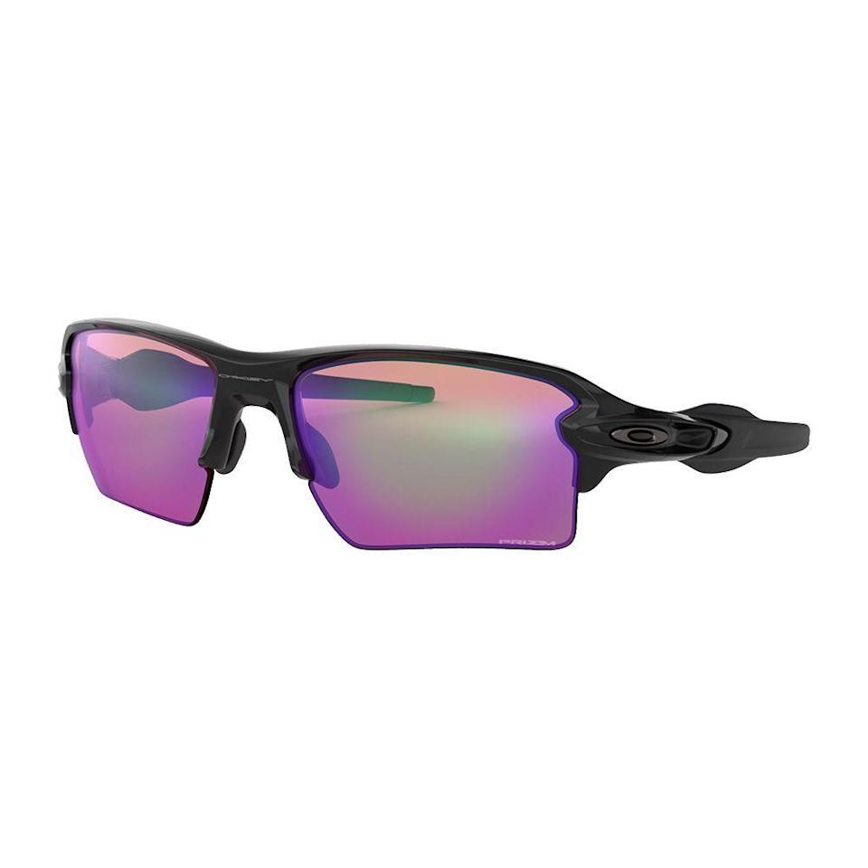 """<p><strong>oakley</strong></p><p>oakley.com</p><p><strong>$140.80</strong></p><p><a href=""""https://go.redirectingat.com?id=74968X1596630&url=https%3A%2F%2Fwww.oakley.com%2Fen-us%2Fproduct%2FW0OO9188%3Fvariant%3D888392105004&sref=https%3A%2F%2Fwww.menshealth.com%2Ftechnology-gear%2Fg27207975%2Fbest-golf-gifts%2F"""" rel=""""nofollow noopener"""" target=""""_blank"""" data-ylk=""""slk:BUY IT HERE"""" class=""""link rapid-noclick-resp"""">BUY IT HERE</a></p><p>It is very, very difficult to be good at golf if you're squinting into the sun all day. These Oakleys are top-of-the-line, and designed specifically for wearing during a round of golf. </p>"""
