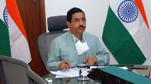 Pralhad Joshi Tests Positive for COVID-19, Union Minister Is Asymptomatic and in Home Quarantine