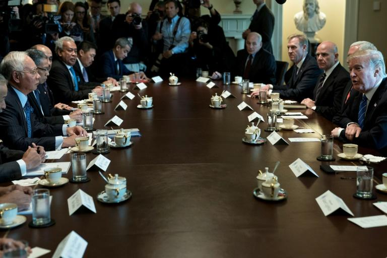 Malaysian Prime Minister Najib Razak (L) meets with US President Donald Trump (R) and others in the White House Cabinet Room