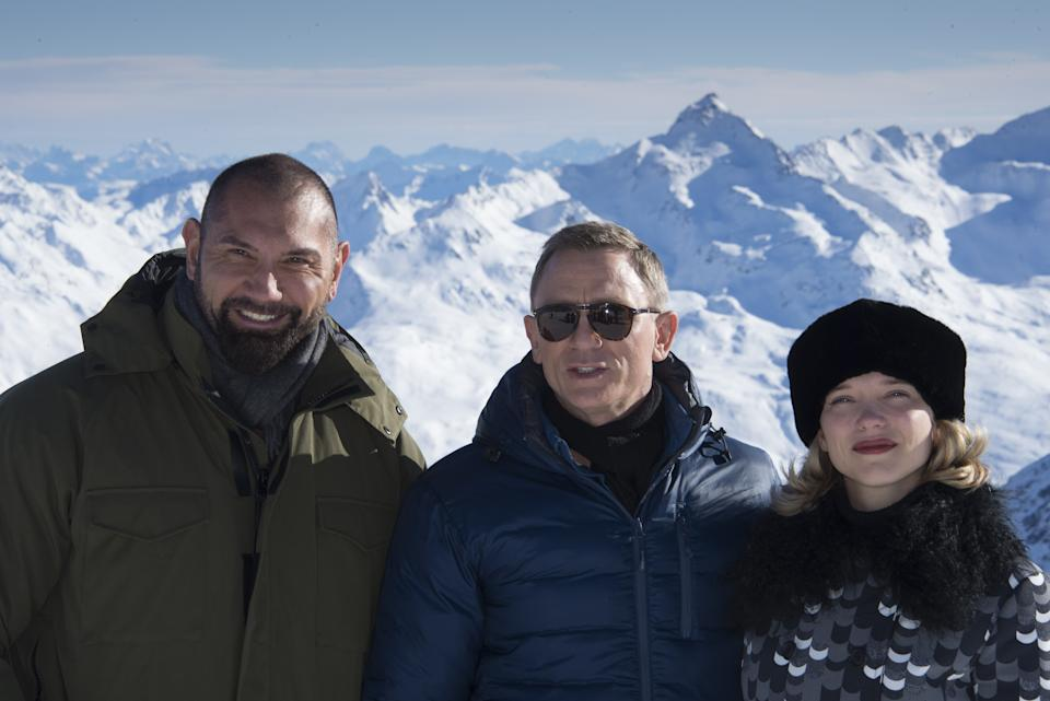 British actor Daniel Craig (C) jokes with his colleagues Lea Seydoux (R) of France and US Dave Bautista with Tyrolean Alps in the background during a photo call of the new James Bond film 'SPECTRE' in Austrian ski resort of Soelden on January 7, 2015. AFP PHOTO/JOE KLAMAR        (Photo credit should read JOE KLAMAR/AFP via Getty Images)