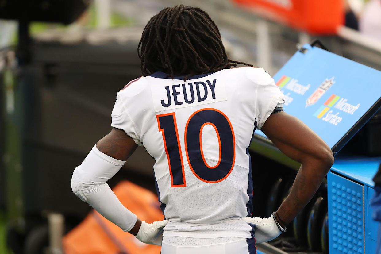 INGLEWOOD, CALIFORNIA - DECEMBER 27: Jerry Jeudy #10 of the Denver Broncos reacts to missing a catch behind the bench in the third quarter against the Los Angeles Chargers at SoFi Stadium on December 27, 2020 in Inglewood, California. (Photo by Joe Scarnici/Getty Images)