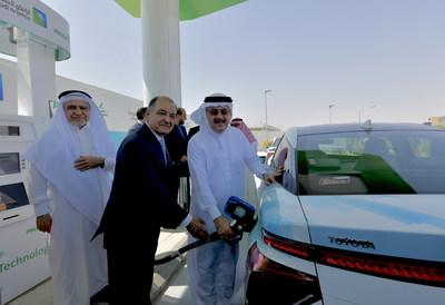 (From left to right): Dr. Sahel N. Abduljauwad, Rector of King Fahd University of Petroleum and Minerals (KFUPM) and Chairman, Dhahran Techno Valley Holding Company (DTVC); Seifi Ghasemi, Chairman, President and CEO of Air Products; and Amin H. Nasser, President and Chief Executive Officer of Saudi Aramco inaugurate the first hydrogen fueling station in Saudi Arabia at Air Products' new Technology Center in the Dhahran Techno Valley Science Park on June 18, 2019.