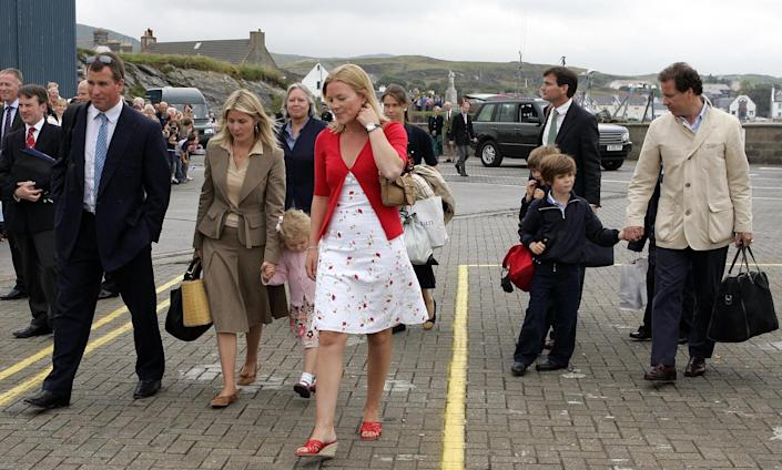 Guests of Queen Elizabeth II, including Peter Phillips (front left), his girlfriend Autumn Kelly (front centre) and Viscount Linley (right) arrive to embark on the Hebridean Princess at Port Ellen on Islay, for a week-long cruise around the Western Isles to celebrate the Queen's 80th birthday.   (Photo by Andrew Milligan - PA Images/PA Images via Getty Images)