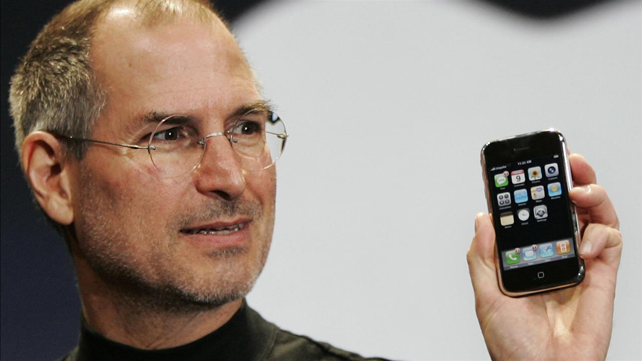 On the iPhone's 10th birthday, former Apple executives Scott Forstall, Tony Fadell and Greg Christie recount the arduous process of turning Steve Jobs's vision into one of the best-selling products ever made.