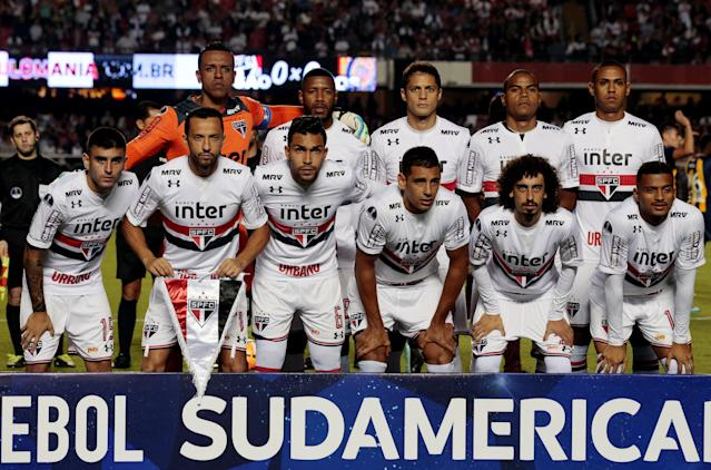 Soccer Football - Copa Sudamericana - Brazil's Sao Paulo v Argentina's Rosario Central - Morumbi stadium, Sao Paulo, Brazil - May 9, 2018 - Sao Paulo players pose before the match. REUTERS/Paulo Whitaker